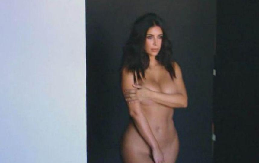 Nikki efectivo y desnudo