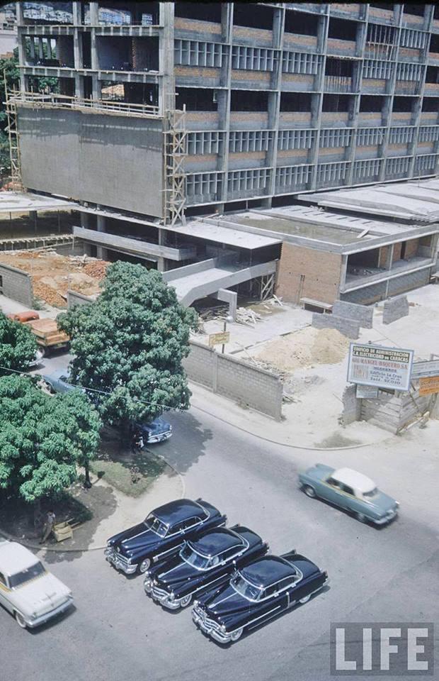 construcción del Edificio El Encantado de la C.A Electricidad de Caracas en San Bernardino.