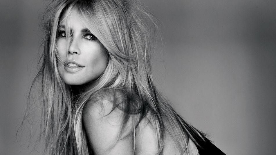 Las fotos que demuestran que la famosa supermodelo Claudia Schiffer sigue  estando en forma   805ab71c8ee9